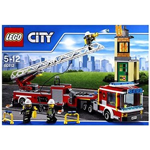 郊外の空き家で火災発生。大きな消防車で現場にかけつけよう。アウトリガーを伸ばして消防車をしっかり支え...