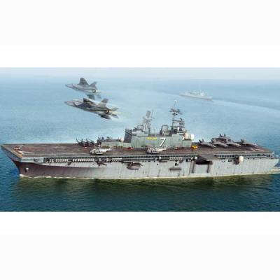 アメリカ海軍 強襲揚陸艦 イオー ジマ LHD-7 (1/700スケール 艦船 83408)の商品画像
