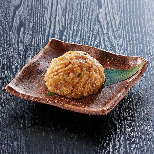 自家製鶏団子 もつ鍋の追加具材として人気の鶏団子。スープに合わせた自家製なので、相性は抜群です。|400804