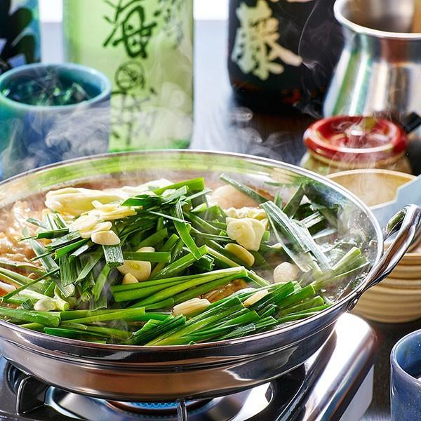 カットキャベツ もつ鍋の野菜の主役「キャベツ」。煮込まれて甘くなったキャベツとシャキシャキのニラが絶妙です。|400804|02