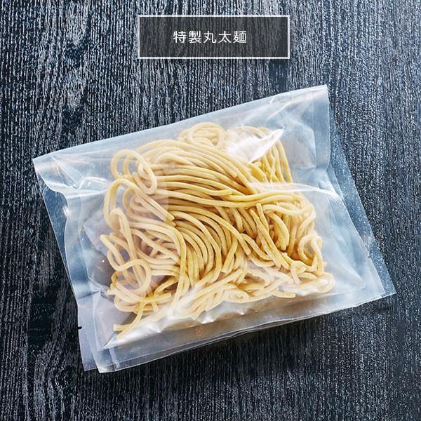 特製丸太麺(つけ麺・辛麺用) 海賊ラーメン部で辛麺・つけ麺に使用している丸太麺。かみ応えがクセになる!|400804