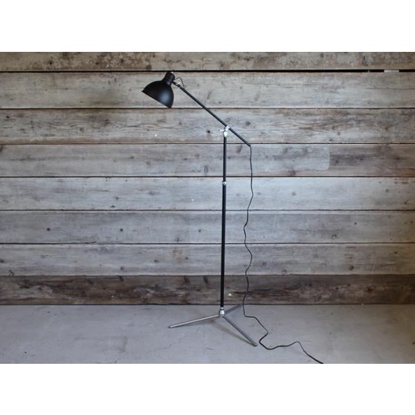 ソーホーフロアランプ(ブラック 電球なし) シャープで無骨なインダストリアル系フロアランプ|a-depeche