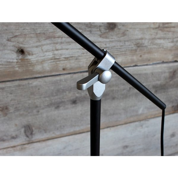 ソーホーフロアランプ(ブラック 電球なし) シャープで無骨なインダストリアル系フロアランプ|a-depeche|05