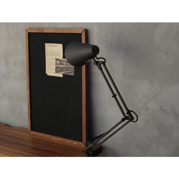 スネイルデスクアームライト(LED) Snail desk arm-light(LED) 無駄のないシンプルなデザインのデスクライト|a-depeche