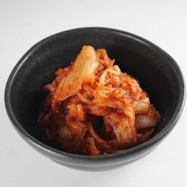 キムチ (300g) 秋田鹿角名物豚ホルモン 幸楽の美味しいキムチ やみつき 焼肉 バーベキュー[ホルモン幸楽]冷凍|akitagokoro|03