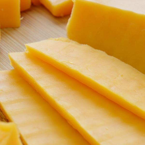 レッドチェダーチーズ 約720g前後 ニュージーランド産  ナチュラルチーズ  クール便発送  Red Cheddar Cheese チーズ料理