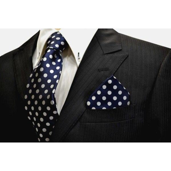 ネイビー(紺)地に白(少しシルバーぽい)のドット柄ポケットチーフ(チーフ30cm) / PCN-MZ010|allety|03