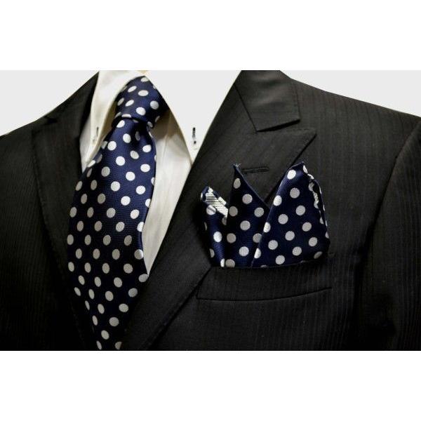ネイビー(紺)地に白(少しシルバーぽい)のドット柄ポケットチーフ(チーフ30cm) / PCN-MZ010|allety|04