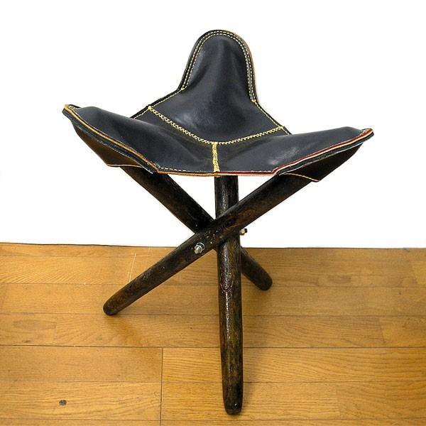 アジアン雑貨 タイ雑貨 ハンドメイド レザーの三角イス ブラック 折り畳み式 革 アンティーク調 スツール チェアー 椅子|angkasa