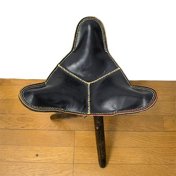 アジアン雑貨 タイ雑貨 ハンドメイド レザーの三角イス ブラック 折り畳み式 革 アンティーク調 スツール チェアー 椅子|angkasa|02