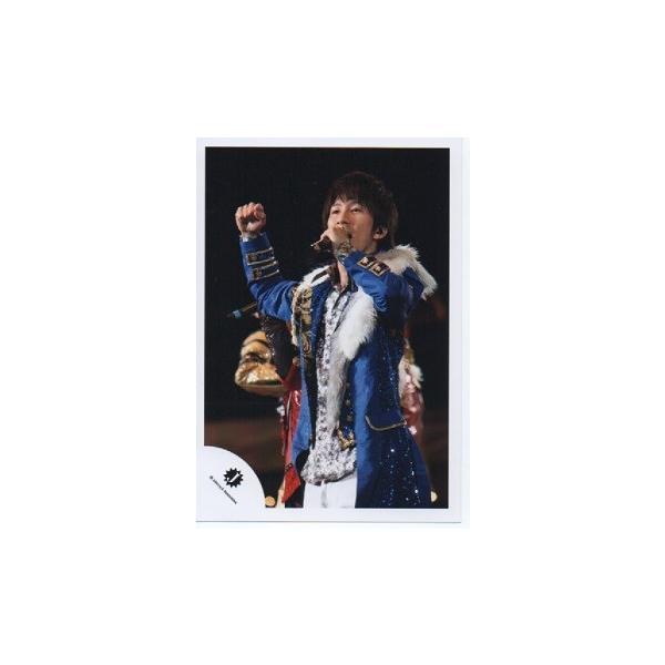濱田崇裕(ジャニーズWEST) 公式生写真/Jロゴ・衣装青×金×白・マイク持ち・右手グー|arraysbook