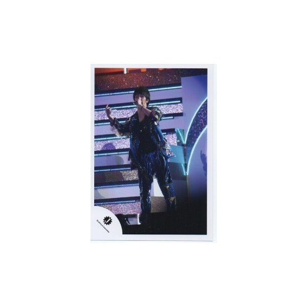 濱田崇裕(ジャニーズWEST) 公式生写真/Jロゴ・衣装青×黒×金・マイク持ち|arraysbook