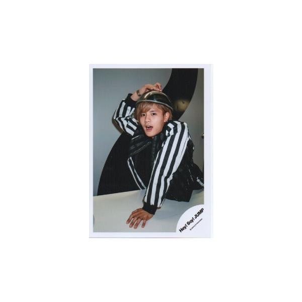 岡本圭人(Hey!Say!JUMP) 公式生写真/I/Oth Anniversary Tour 2017・衣装黒×白・口開け・カメラ目線・右手頭の上|arraysbook