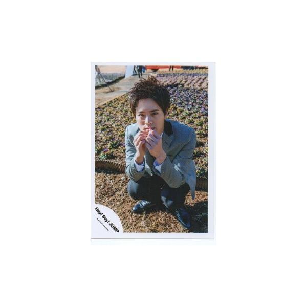 岡本圭人(Hey!Say!JUMP) 公式生写真/Funky Time・衣装グレー×黒・しゃがみ・カメラ目線 arraysbook