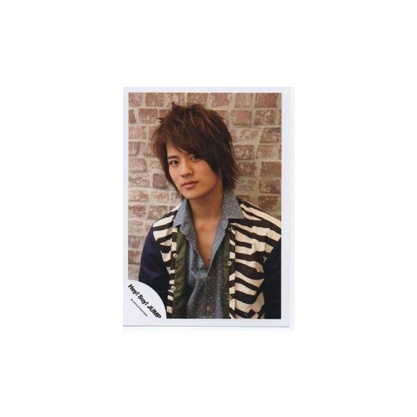 岡本圭人(Hey!Say!JUMP) 公式生写真/衣装白×黒×青・カメラ目線・口閉じ|arraysbook