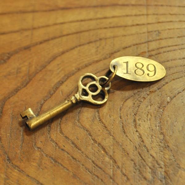 ブラス鍵538 真鍮金具 インドネシア直輸入 インテリアパーツ 古色仕上げ アクセサリーパーツ|artcrew