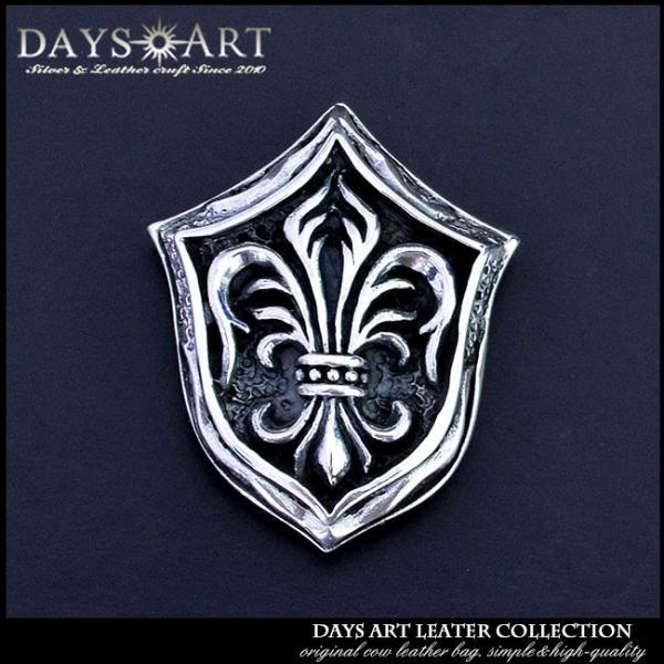 コンチョ シルバー925 ネジ式 パーツ ボタン カスタム 百合の紋章 エンブレム 浮き彫りフレア