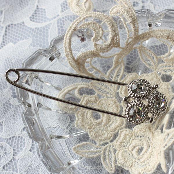 レトロテイストが人気の秘密、飾りが豪華なキルトピン(ダイヤタイプ)