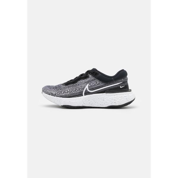 ナイキ シューズ レディース ランニング ZOOMX INVINCIBLE RUN FK - Competition running shoes - white/black