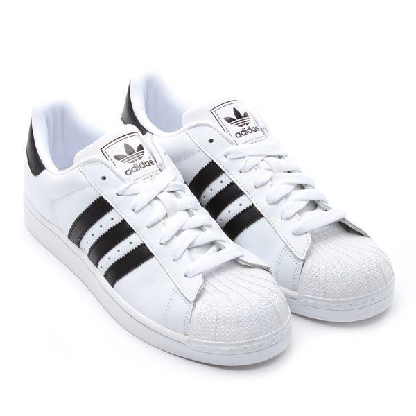 白のスニーカー adidas