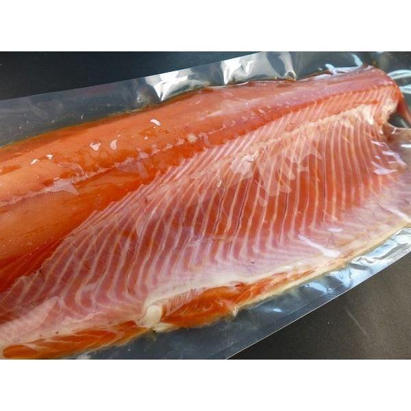 北海道/秋鮭/サーモン半身/新鮮真空冷凍/お刺身など調理多彩800グラム前後 骨なし