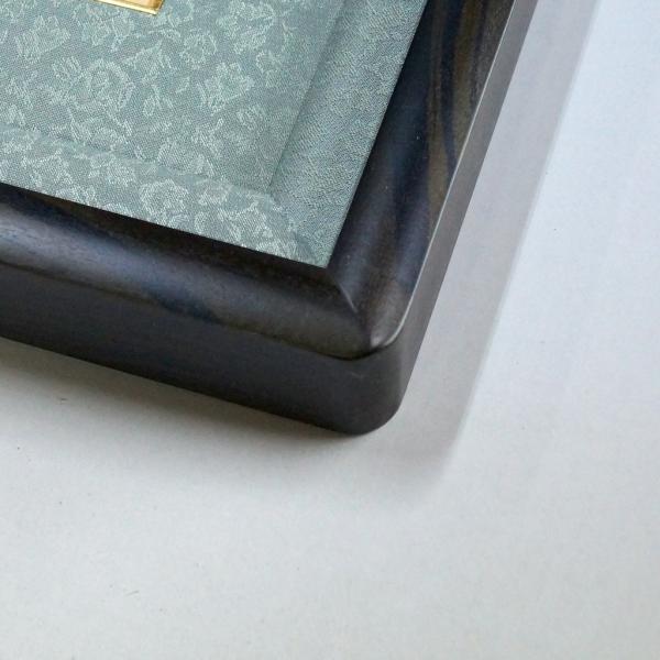 黒檀仕上げ皇居受章記念写真額四つ切サイズ 重厚感たっぷりに仕上げた額縁です。|awajigaku|02
