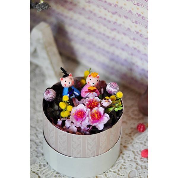 ひな祭り花ギフト「Enfant」アーティフィシャルのお雛さまアレンジ|ayanasu-hanakobo