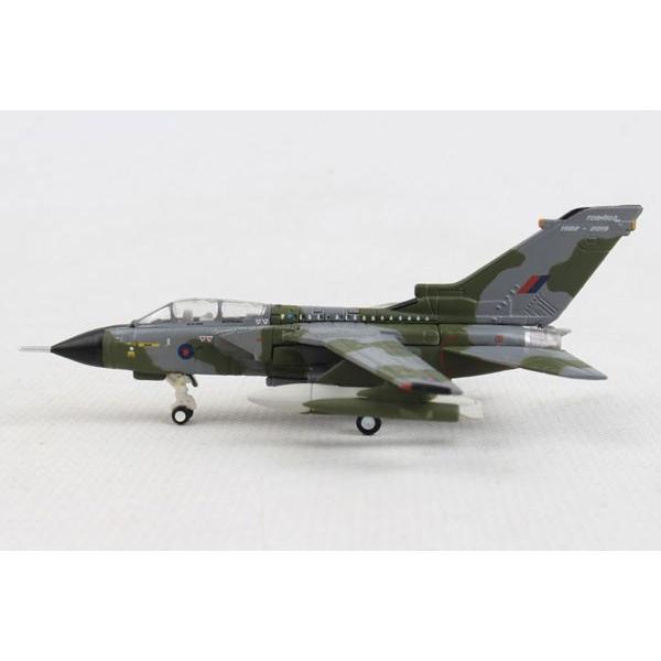 ヘルパウィングス 1/200 パナビア トーネード GR.4 イギリス空軍 No.31Sq 退役記念塗装 ZG752 (HE570503) backfire21 03