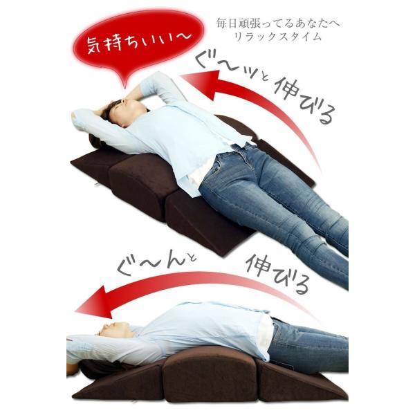 背中ストレッチクッション 寝返り防止クッション 体位変換 ウレタン 三角 アーチ エビ反りクッション 腰枕|bedandmat|04