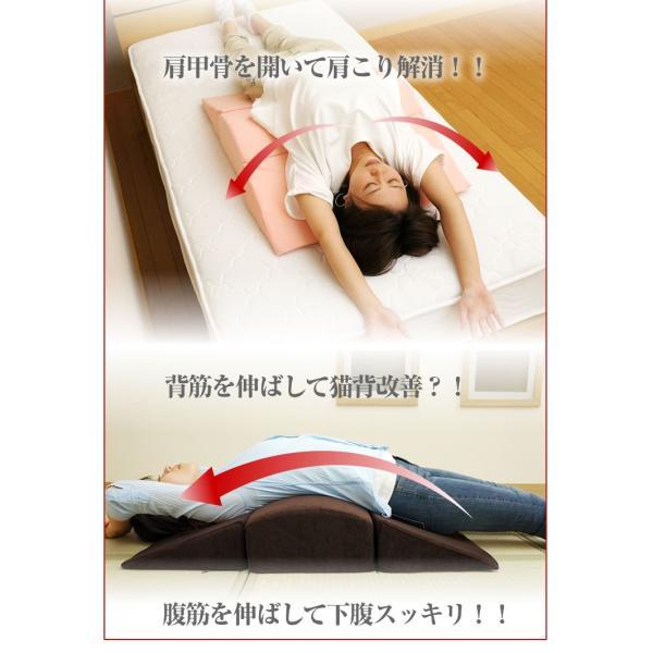 背中ストレッチクッション 寝返り防止クッション 体位変換 ウレタン 三角 アーチ エビ反りクッション 腰枕|bedandmat|07