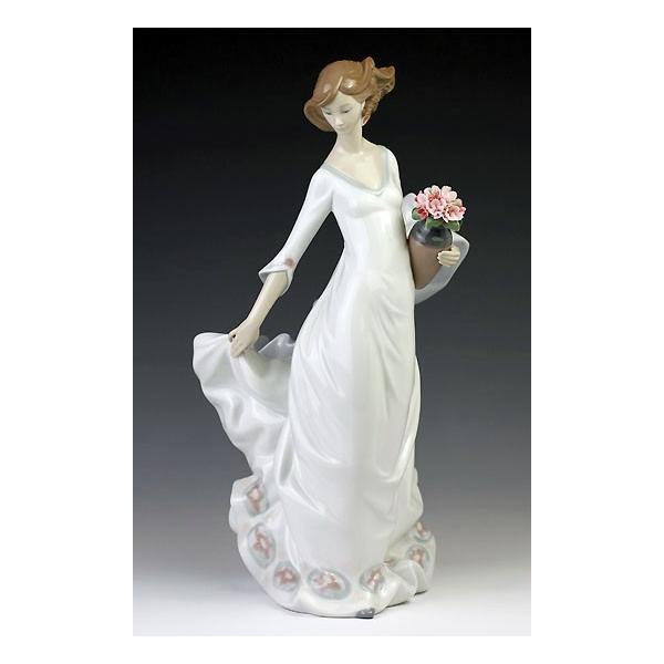 リヤドロ(Lladro リアドロ 陶器人形 置物) 花と少女 軽やかな足取り#ldr-8242