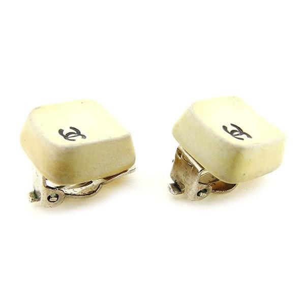 シャネル Chanel イヤリング ココマーク ホワイト ブラック レディース メンズ 中古 Earrings