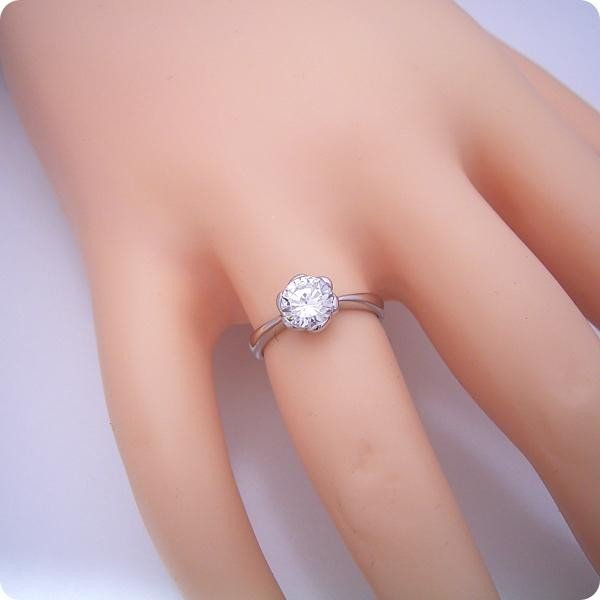 婚約指輪1カラット1ctダイヤモンドエンゲージリングプラチナブライダルジュエリー結婚指輪マリッジリング受注生産品1カラット版:フラワーデザイン伏せ
