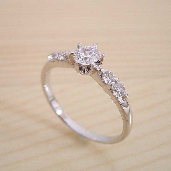 婚約指輪エンゲージリング0.3カラット一粒0.3ctダイヤモンドブライダルジュエリープラチナ結婚指輪マリッジリング6本爪サイド2Pメレデザインの婚