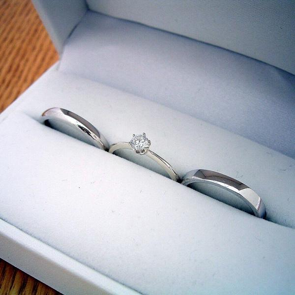 newest af7c2 e7908 1万円 婚約指輪 結婚指輪 ペアリング ティファニーセッティング 甲丸リング 平打ちリング 3本セット ブライダルジュエリー シルバー 0.3カラッ