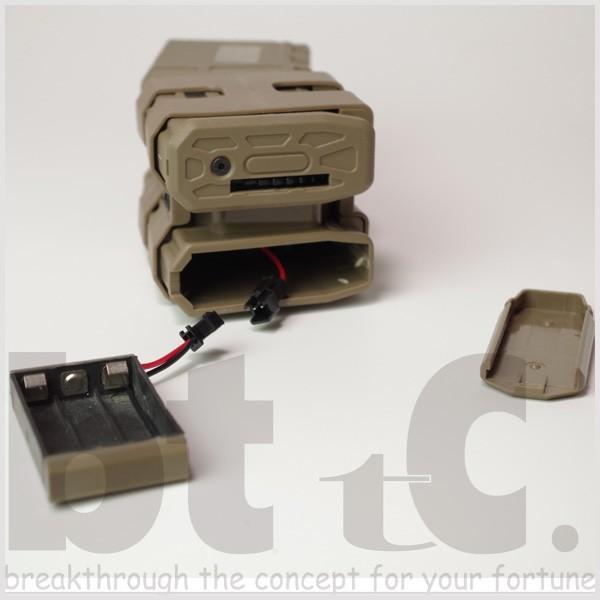 【CONRAD】M4/M16用 リブデザイン エレクトリックダブルマガジン 電動巻き上げ式ダミーカート付 TAN bttc 05