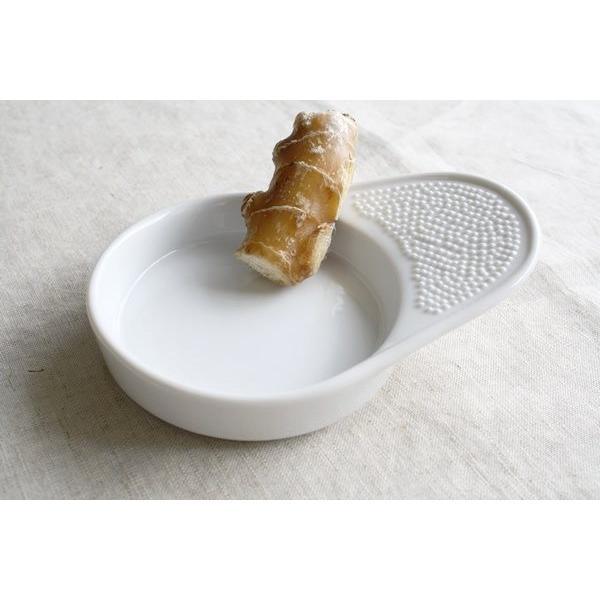 陶器製の摩り下ろし器 国産 美濃焼 やっぱり陶器製は清潔感があります 醤油皿 タレ皿 わさびおろし すりおろし器 生姜おろし おろし金
