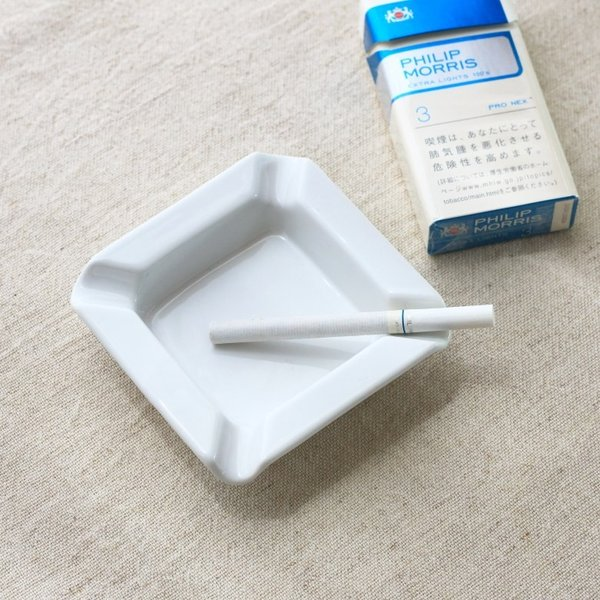 灰皿 角型 10cm 国産 美濃焼 カフェ 陶器 陶器製 磁器 白い陶器 シンプル おしゃれ オシャレ かわいい 一人暮らし アシュトレイ