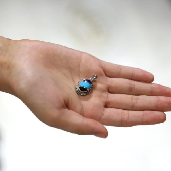 スーマンダックワ ペンダント Suman Dhakhwa ツイステッド ストーン ペンダント インレイ Twisted Stone Pendant Inlay|charger|02