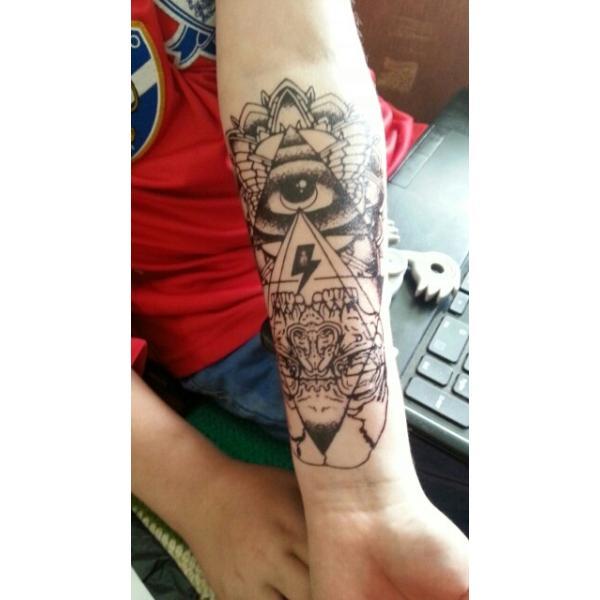 プロビデンス の 目 タトゥー