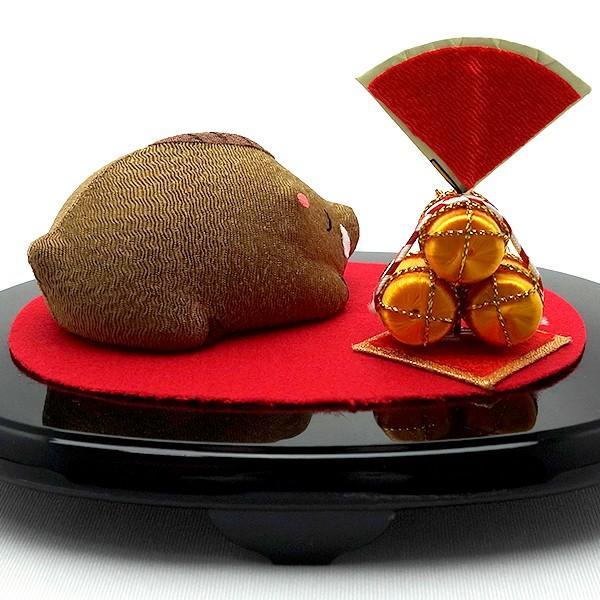お正月飾り 亥(いのしし) の置物 ちりめん 台・金俵付き 「果報は寝て待て」  リュウコドウ  日本製(京都) かわいい亥年のお正月飾り|clipboad|08