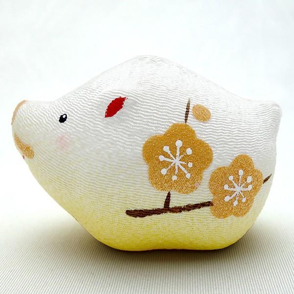 お正月飾り 亥(いのしし) の置物 ちりめん 座布団・立札付き 「金運丸亥」  リュウコドウ  日本製(京都) かわいい亥年のお正月飾り|clipboad|06