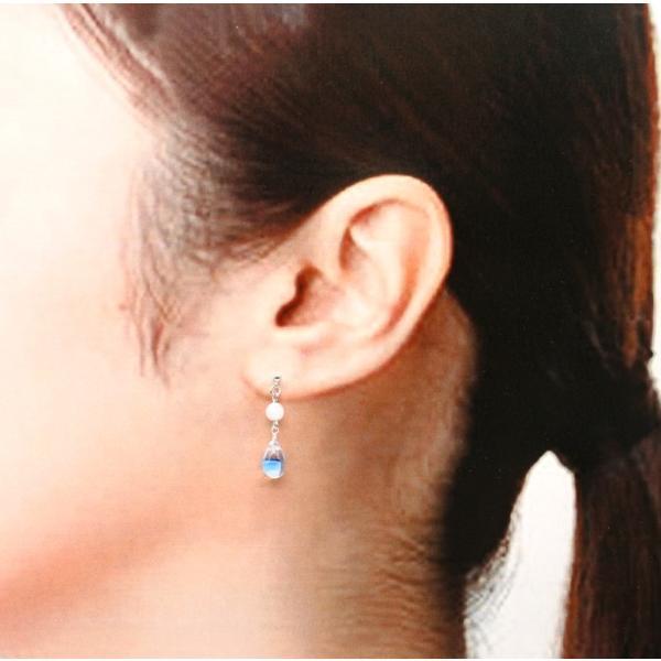 ノンホールピアス 揺れる ブルーの花びらの雫 天然石 アクアマリン シルバーカラー イヤリング ピアス風 レディース 樹脂 3月誕生石