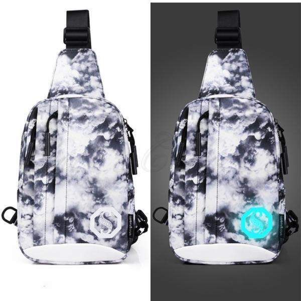 ボディバッグ メンズ ウエストバッグ イヤホン穴付き 収納便利 カジュアル 鞄 斜め掛け 大容量 撥水加工 多機能 ワンショルダー 夜光英字 雲柄 お洒落 送料無料