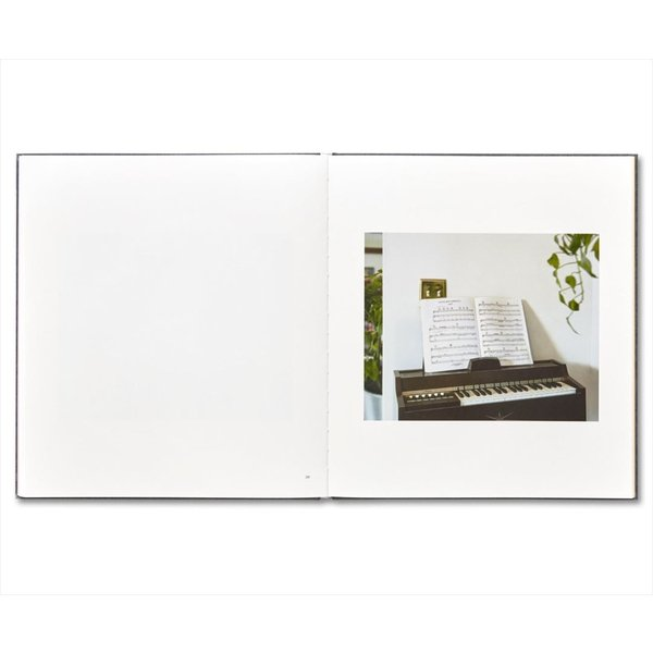 I KONW HOW FURIOUSLY YOUR HEART IS BEATING by Alec Soth|d-tsutayabooks|07