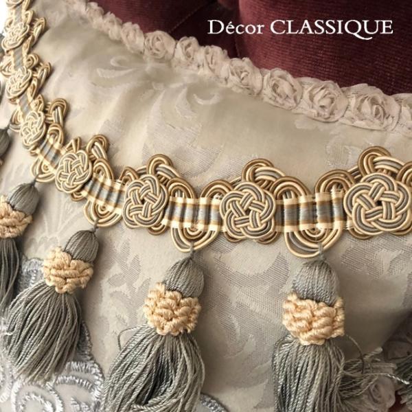 プチタッセル付きクッション 淑女の扇とフルールドリスボゥ グレー系 Decor CLASSIQUE decor-classique 04