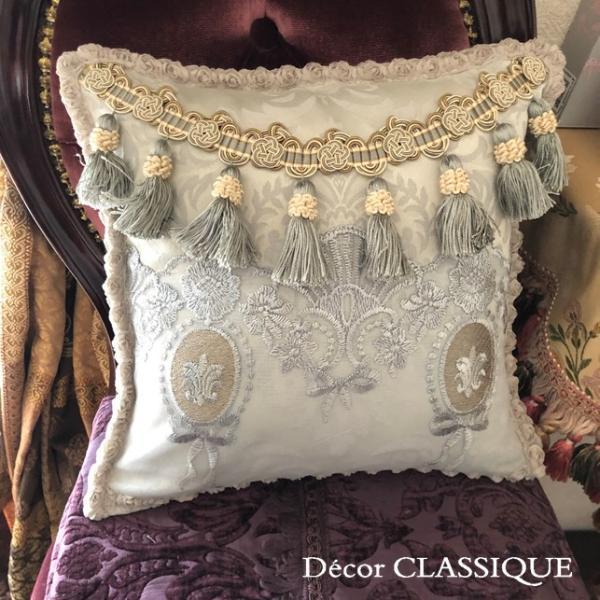 プチタッセル付きクッション 淑女の扇とフルールドリスボゥ グレー系 Decor CLASSIQUE decor-classique 09
