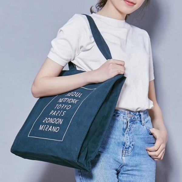 ロゴプリント入 ハンドル長めのスリムトートバッグ/カーキ