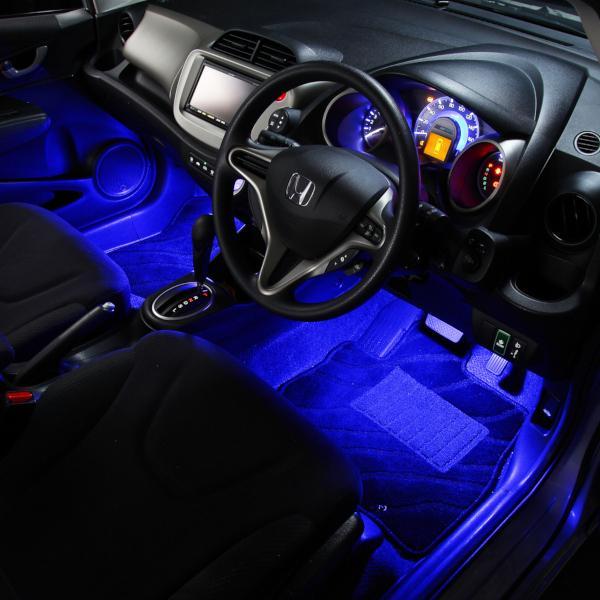 車の暗い足元を明るく照らすフットライト【e-くるまライフ.com/エーモン】