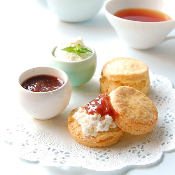 famfamクリームティーギフトセット プレーンスコーン12P、 スコーンクリーム、ジャム、紅茶付き